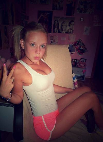Robena from Honomu, Hawaii is looking for adult webcam chat