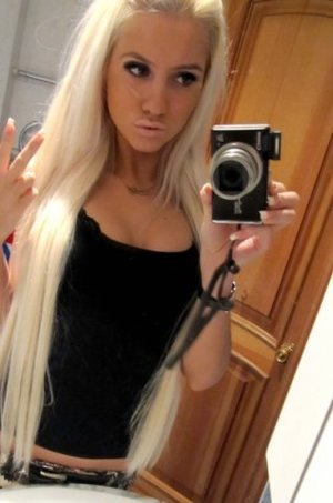 Luana from  is looking for adult webcam chat