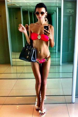 Alexia is looking for adult webcam chat