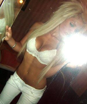 Shannan from New York is looking for adult webcam chat