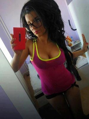 Kristel from Symsonia, Kentucky is looking for adult webcam chat