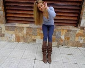 Makeda from Iowa is looking for adult webcam chat